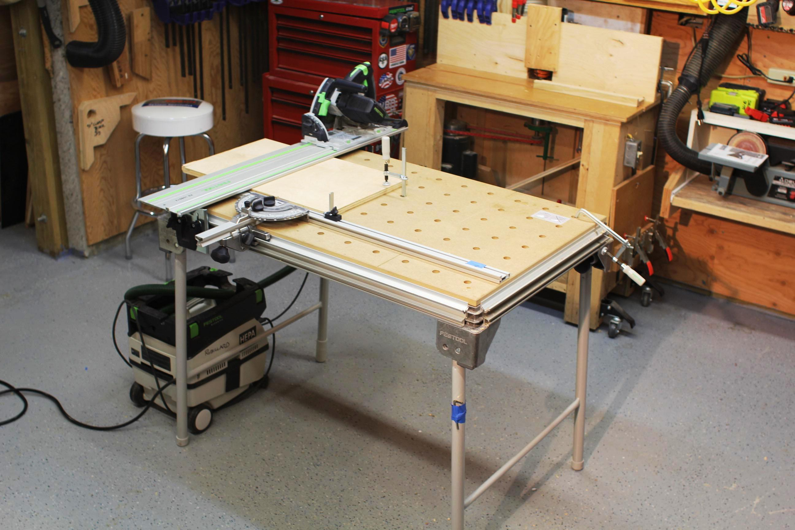 Image of: Multifunctional Tables For Small Spaces