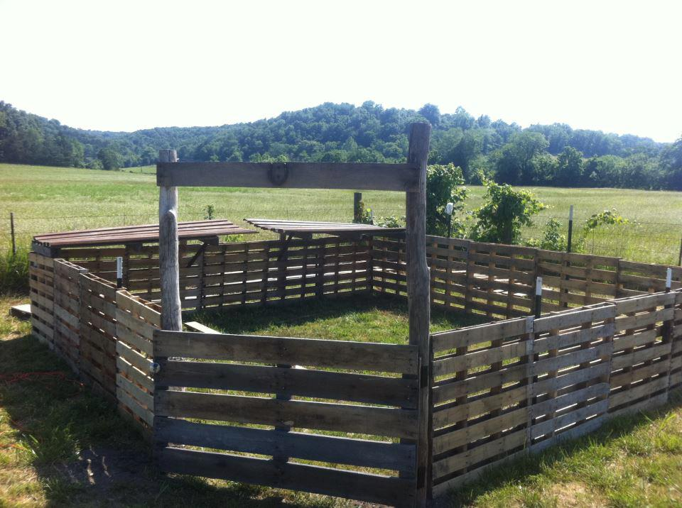 Image of: Pallet Fence Design