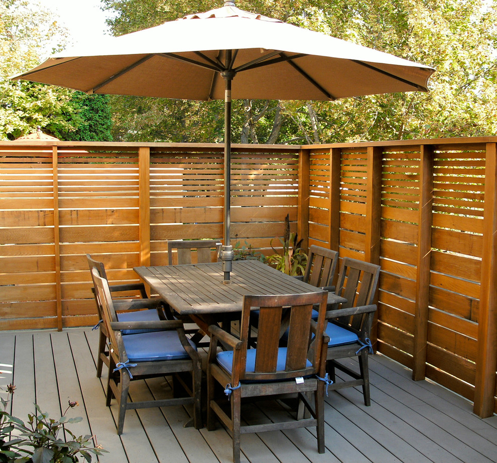 Image of: Pallet Fence Furniture