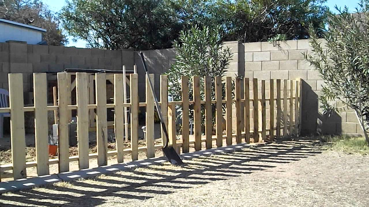 Image of: Pallet Fence Ideas