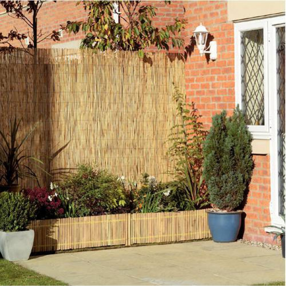 Image of: Setting Bamboo Privacy Fence