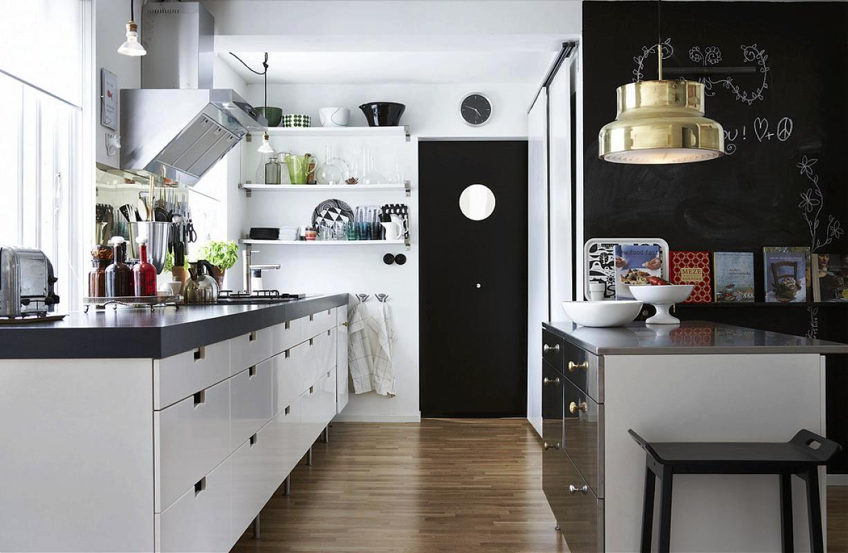 Image of: Traditional Black & White Kitchens