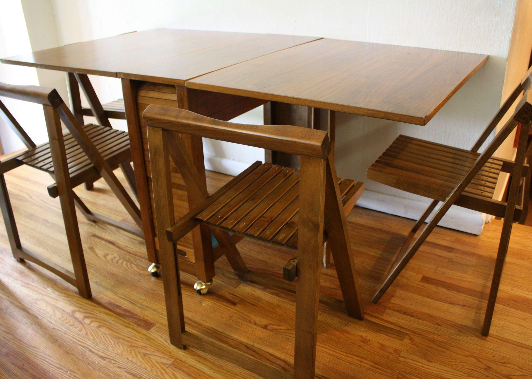 Image of: Awesome Folding Dining Set