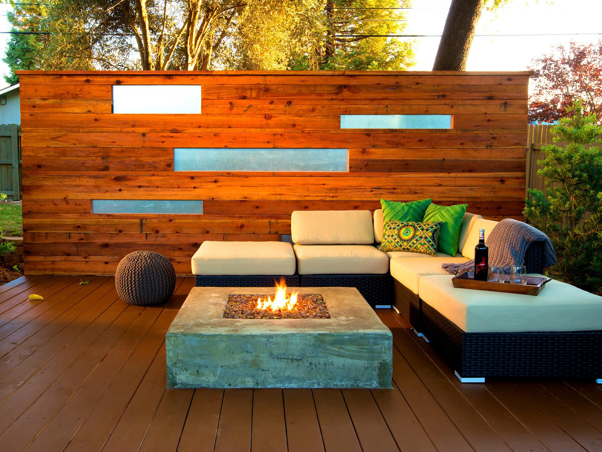 Image of: Back Deck Wall Ideas