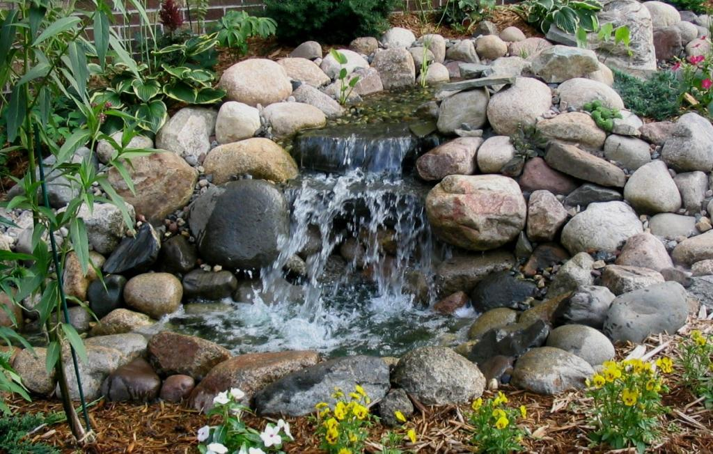 Image of: Backyard Water Features Diy