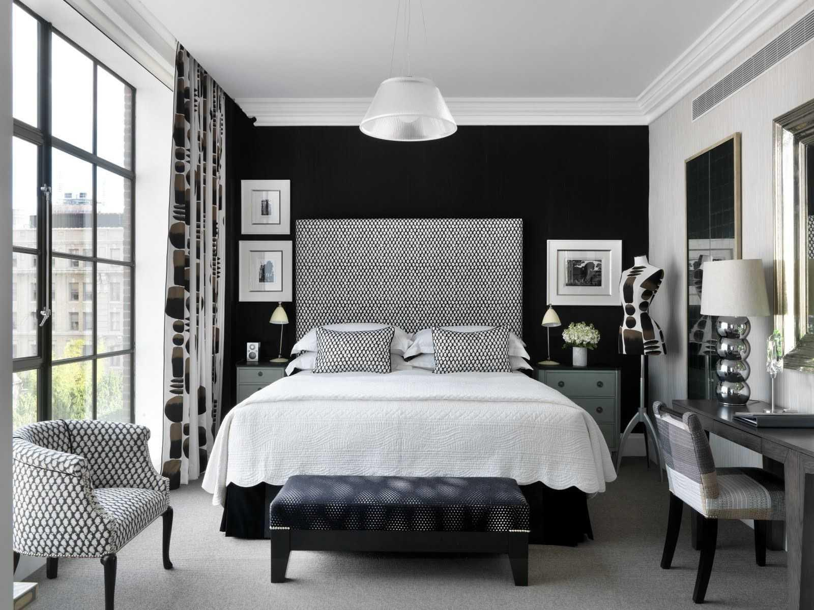 Image of: Black And Silver Bedroom Decorations