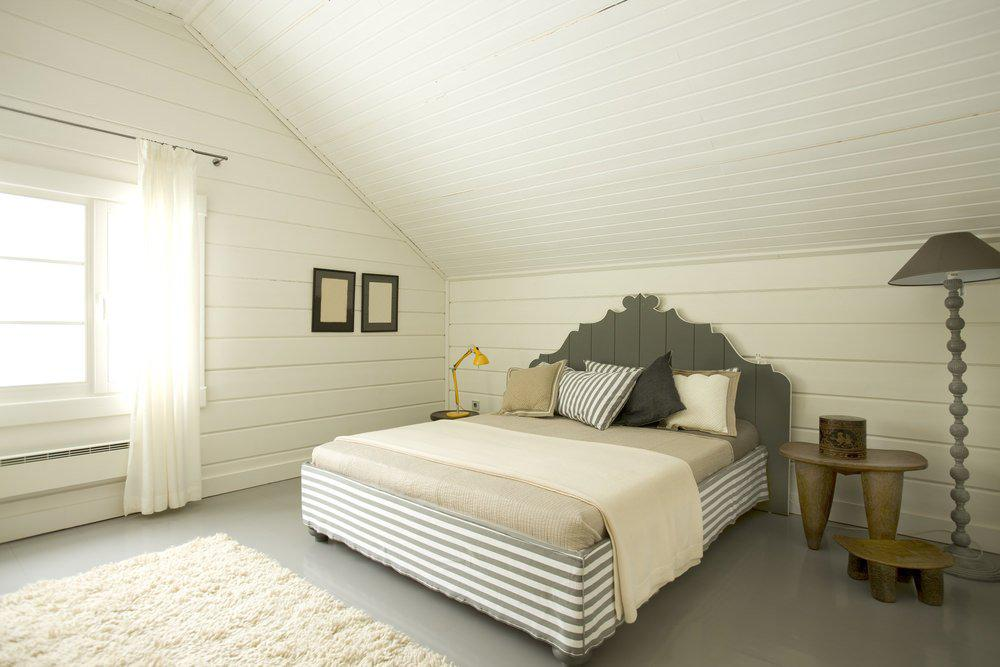 Image of: Charming White Attic Bedroom