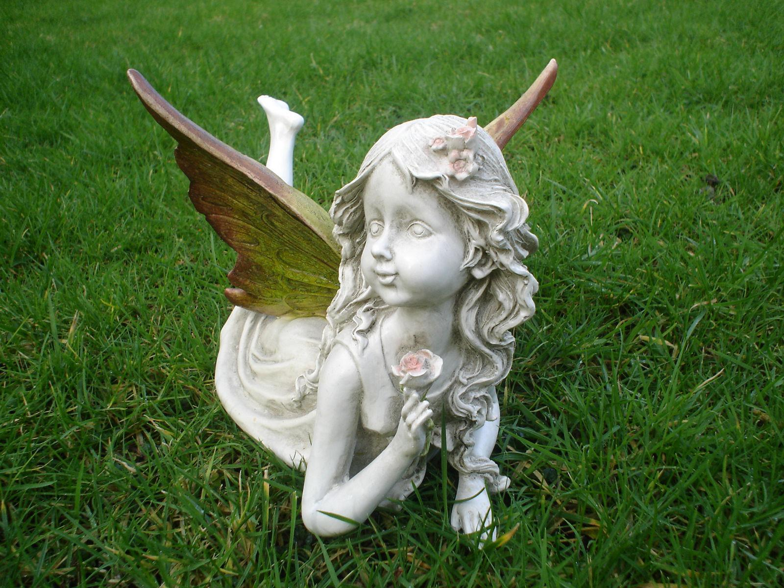 Image of: Cool Garden Statues Ideas