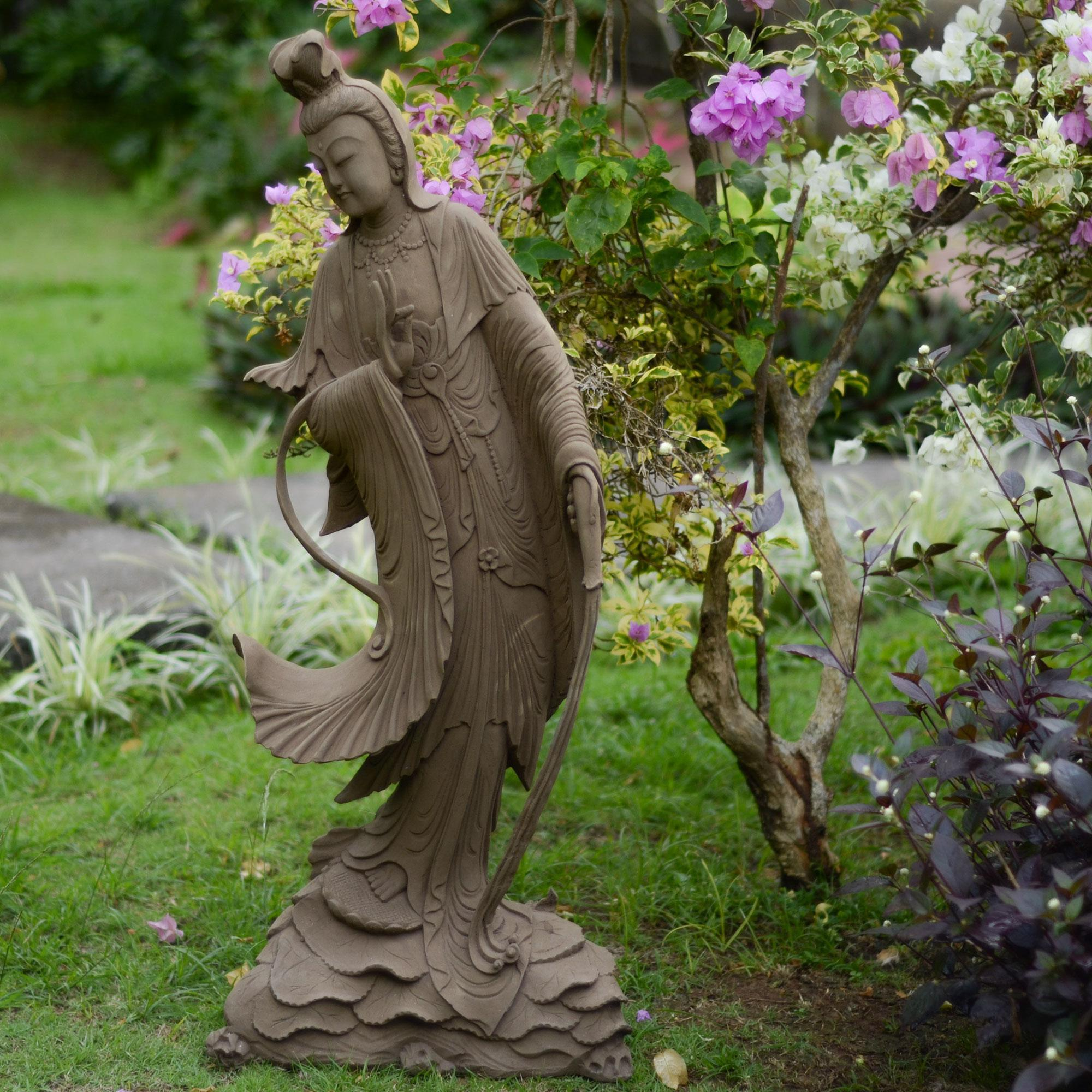 Image of: Cool Garden Statues