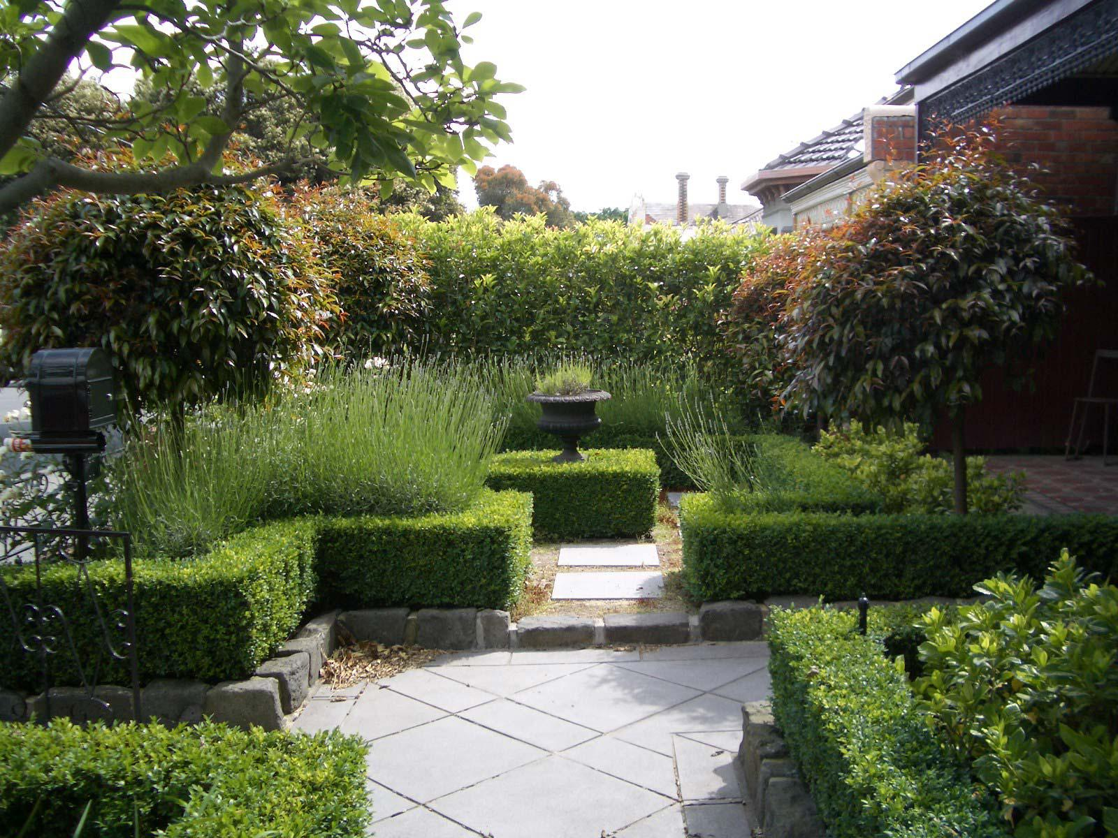Image of: Courtyard Ideas For Small Gardens