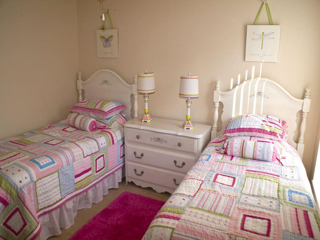 Image of: Decorate Twin Girls Room Plans