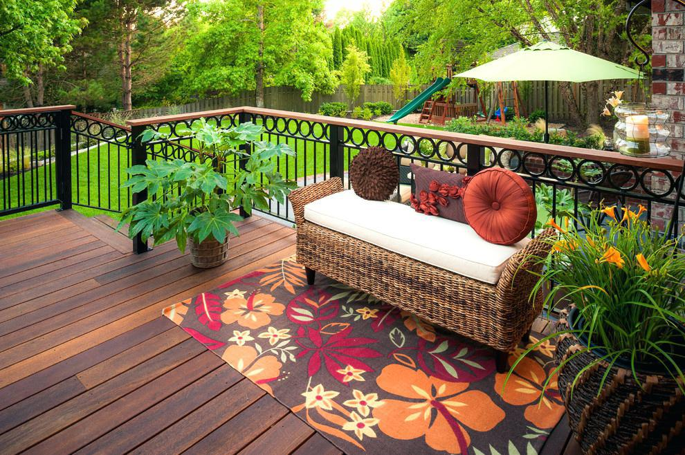 Image of: Decorating Ideas For A Small Deck