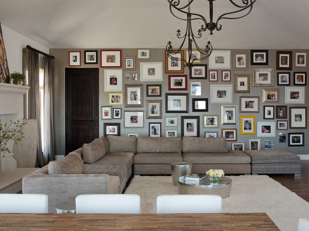 Image of: Decorating Living Room With Family Photos
