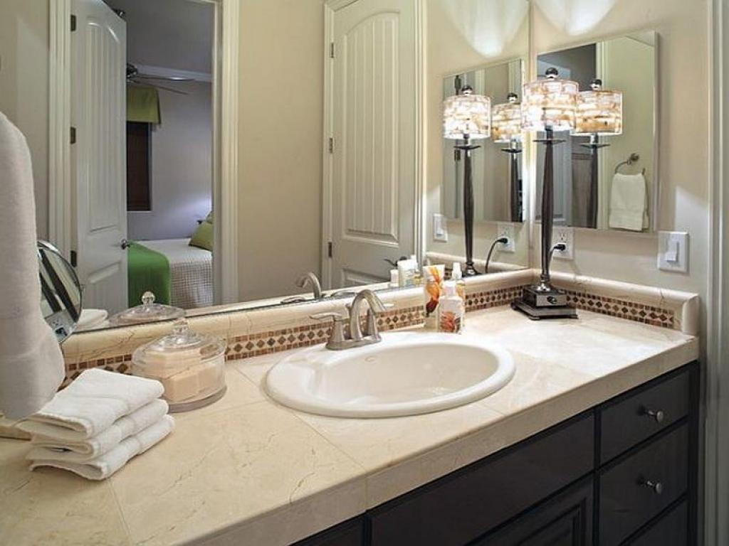 Image of: How To Decorate Your Bathroom Mirror