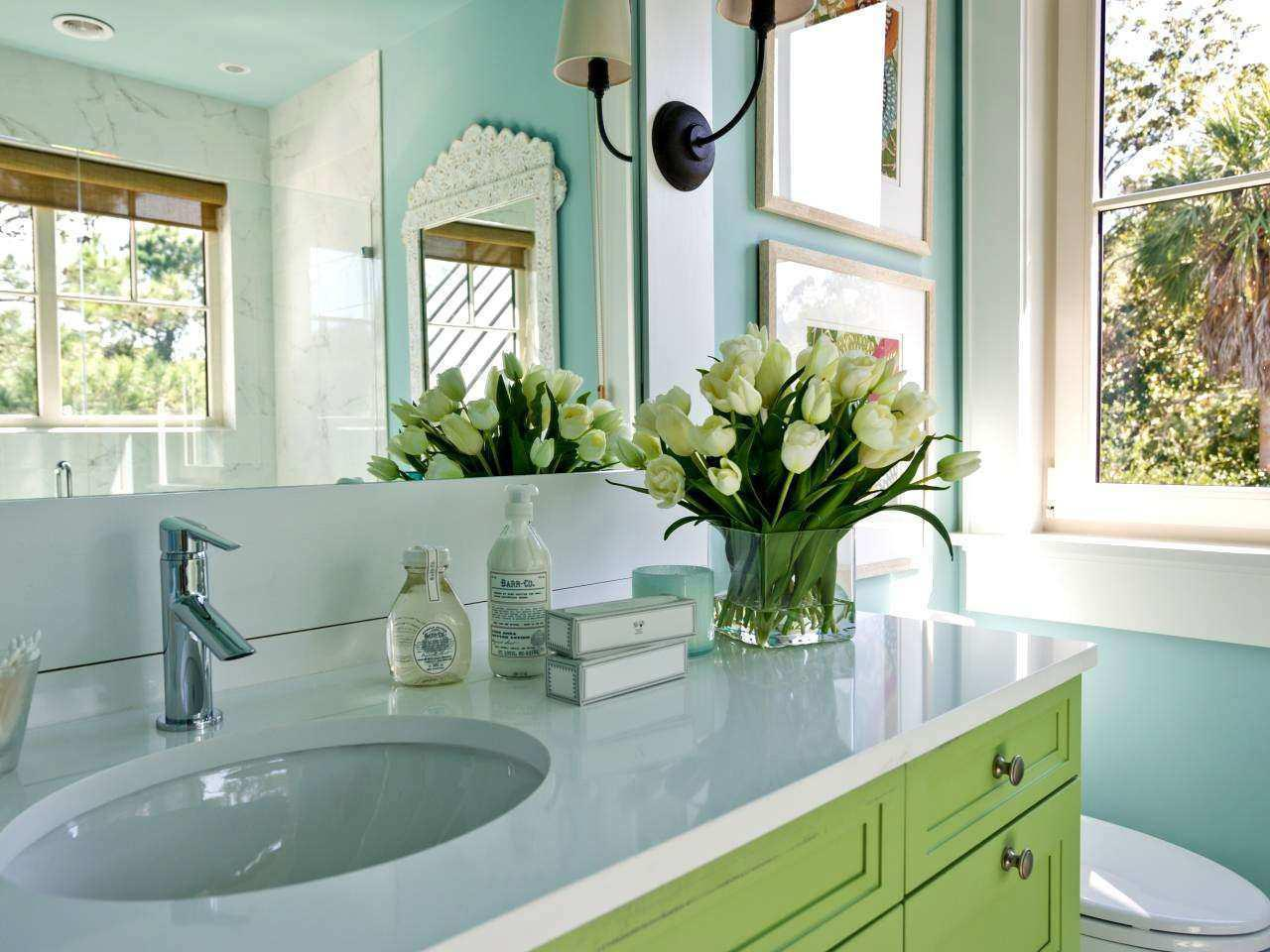 Image of: How To Decorate Your Bathroom Sink