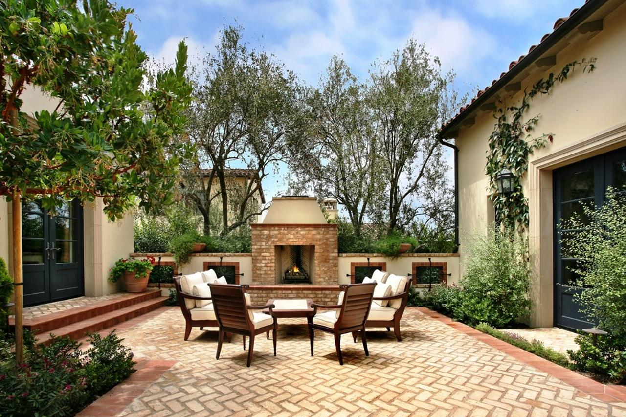 Image of: Mediterranean Patio Decorating Ideas