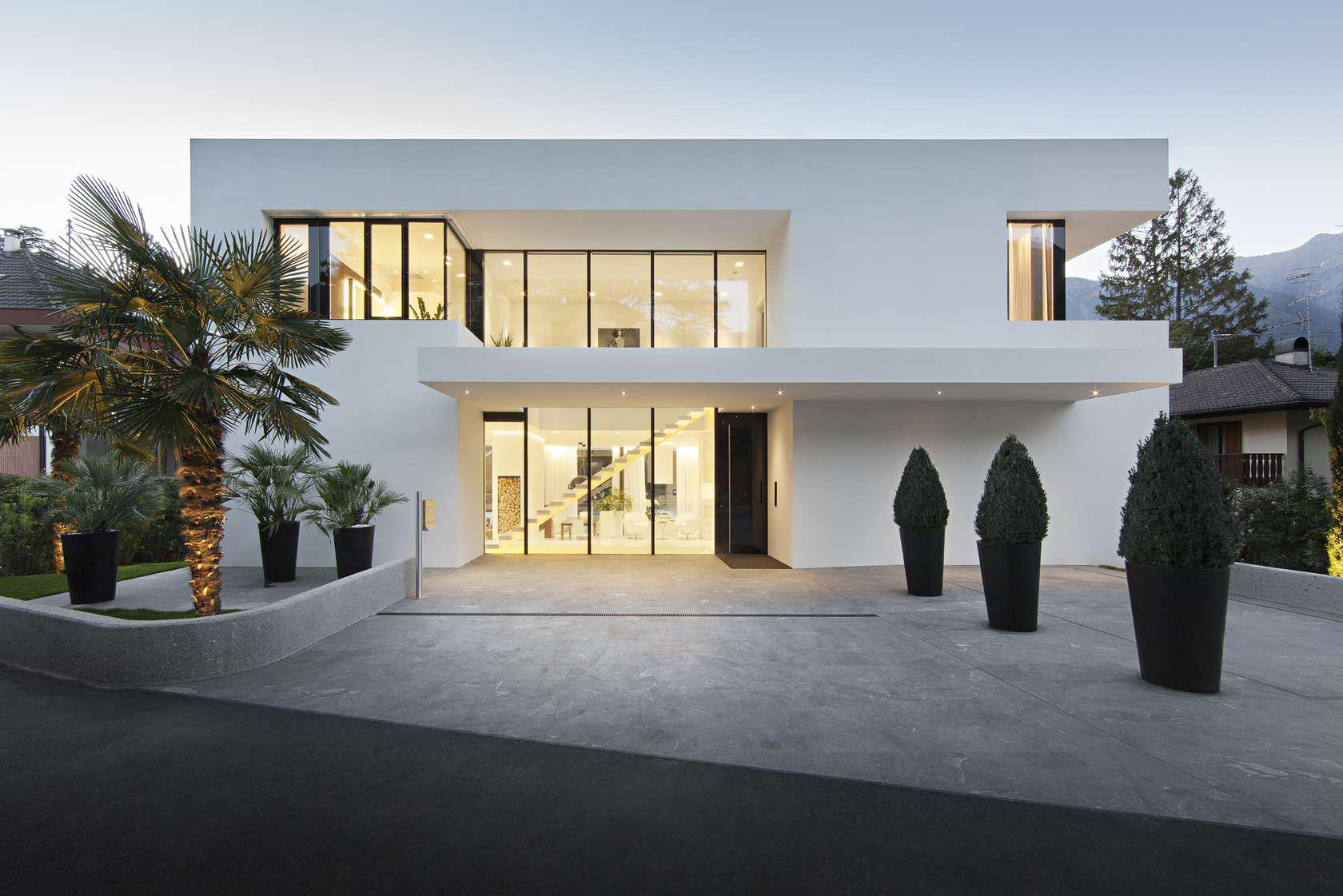 Image of: Modern White Houses