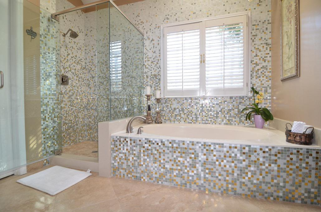 Image of: Mosaic Tile Backsplash Bathroom Designs