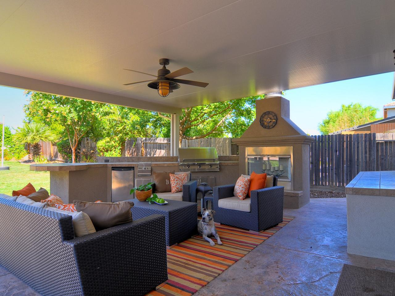 Image of: Outdoor Living Room and Kitchen