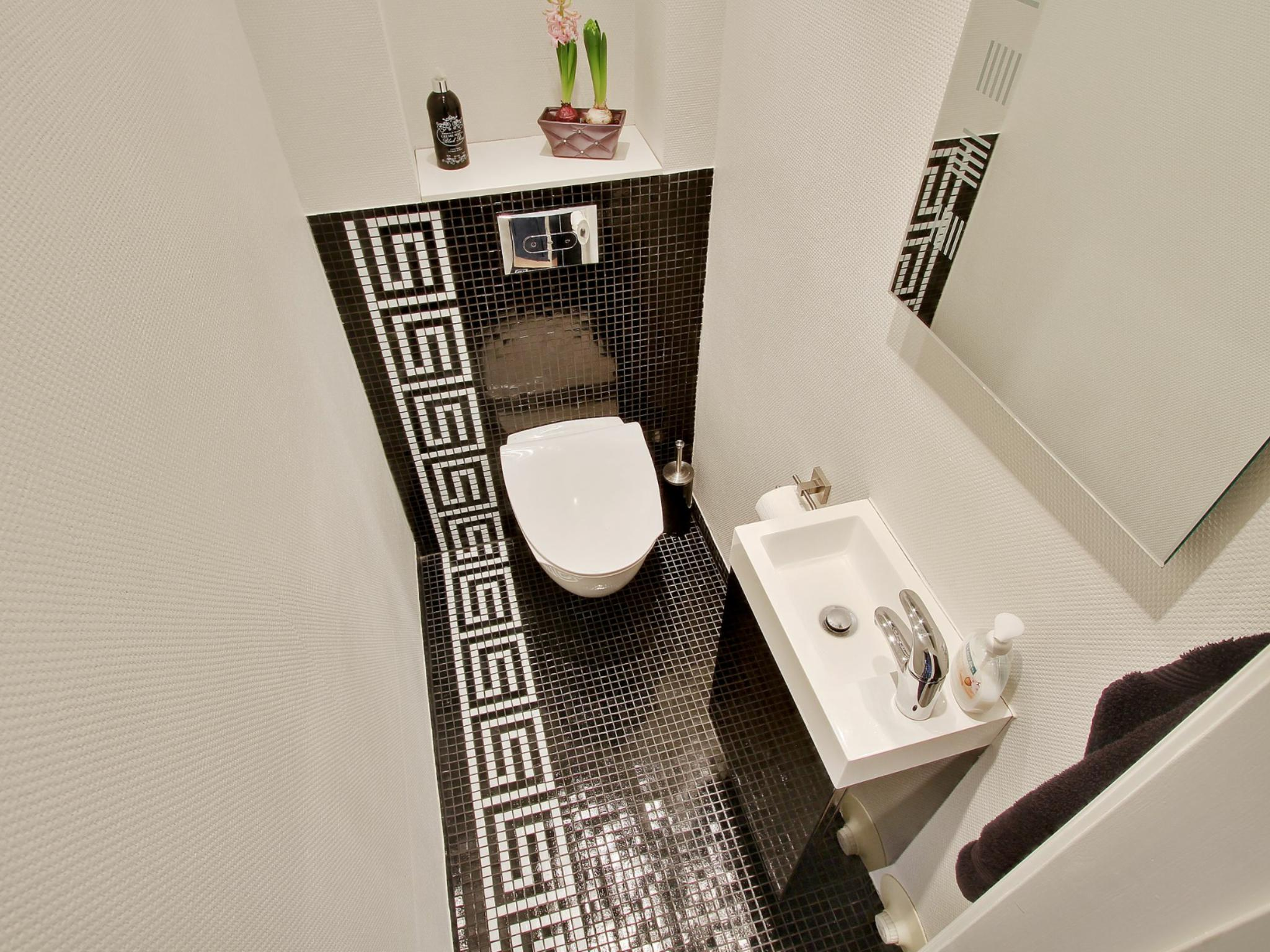 Image of: Small Bathroom Design On A Budget