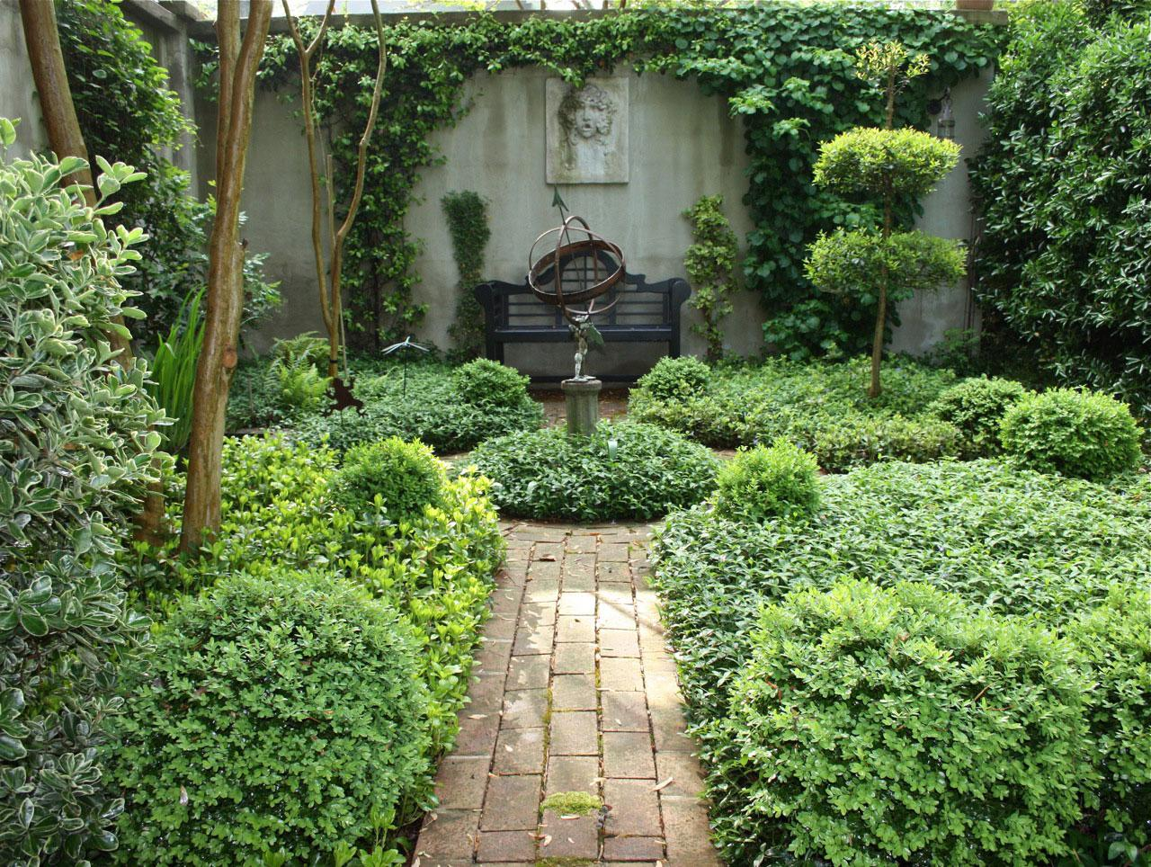 Image of: Small Courtyard Gardens Ideas
