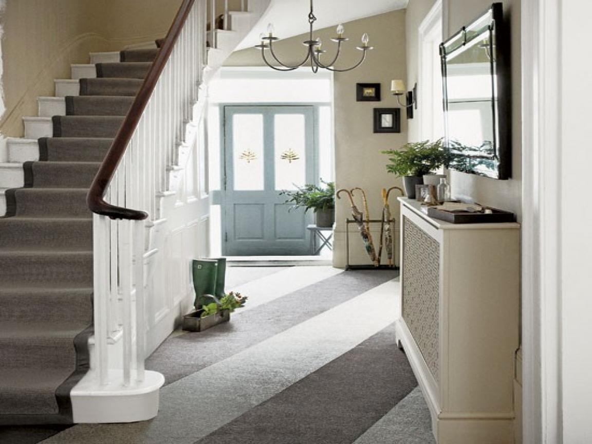 Image of: Small Entrance Hallway Decorating Ideas