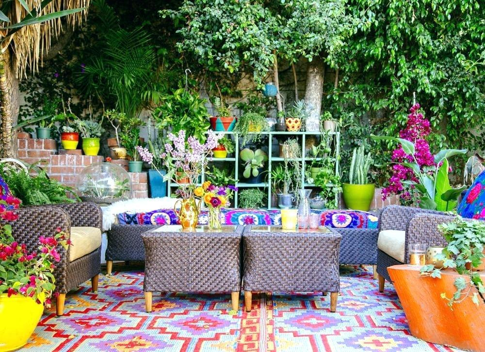 Image of: Whimsical Garden Decorating Ideas