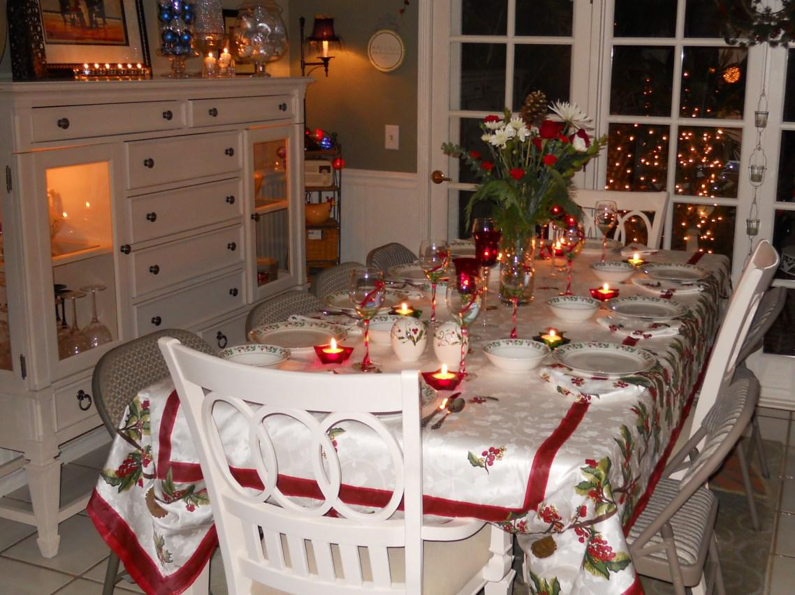 Image of: White Dining Table Set For Christmas
