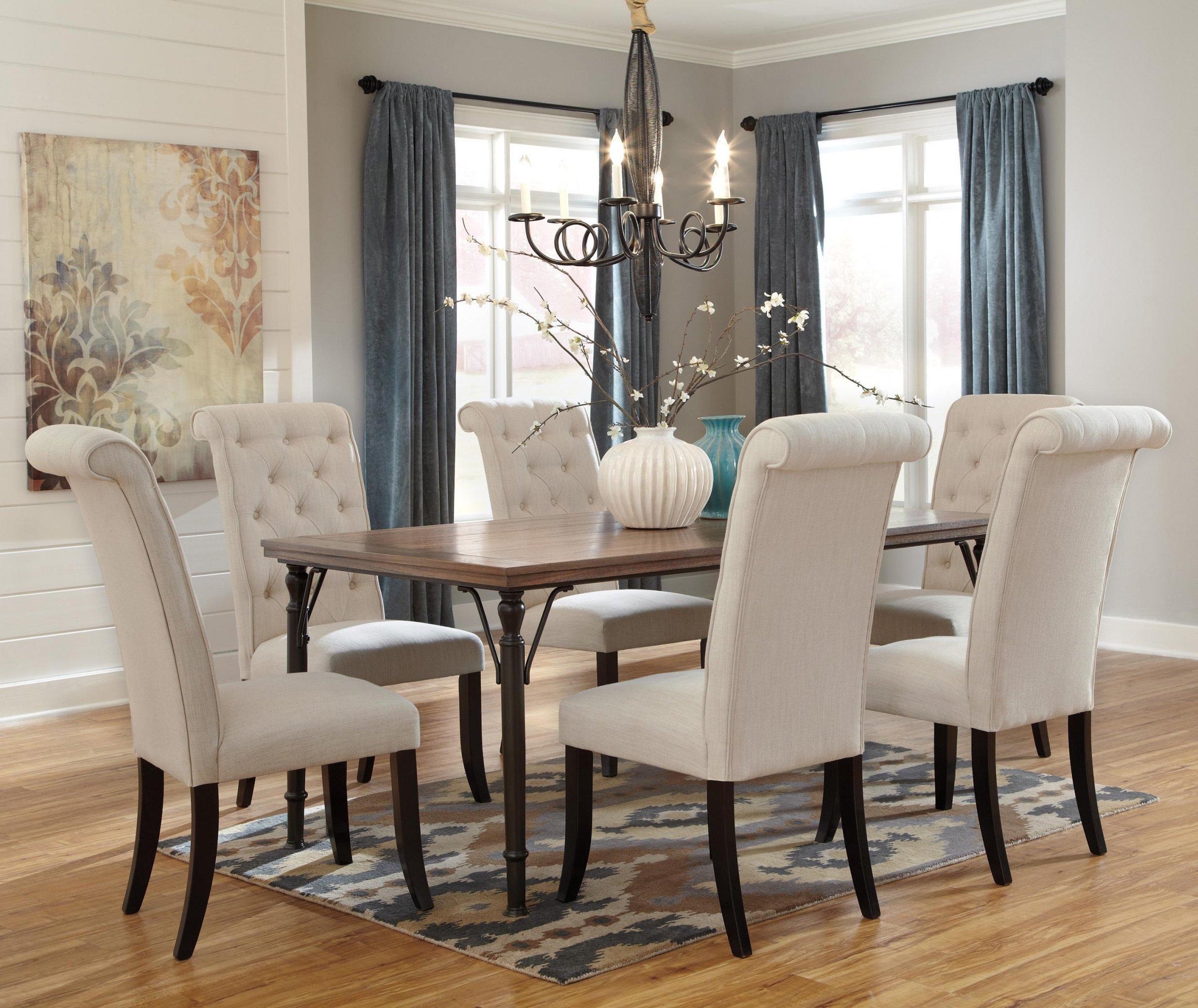 Image of: Wood Dining Room Table And Chairs