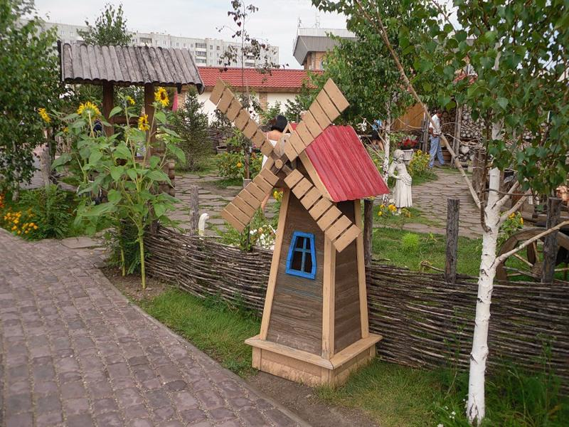 Image of: Wooden Garden Decorations