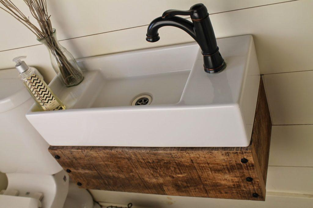 Image of: Best Bathroom Faucet And Shelf