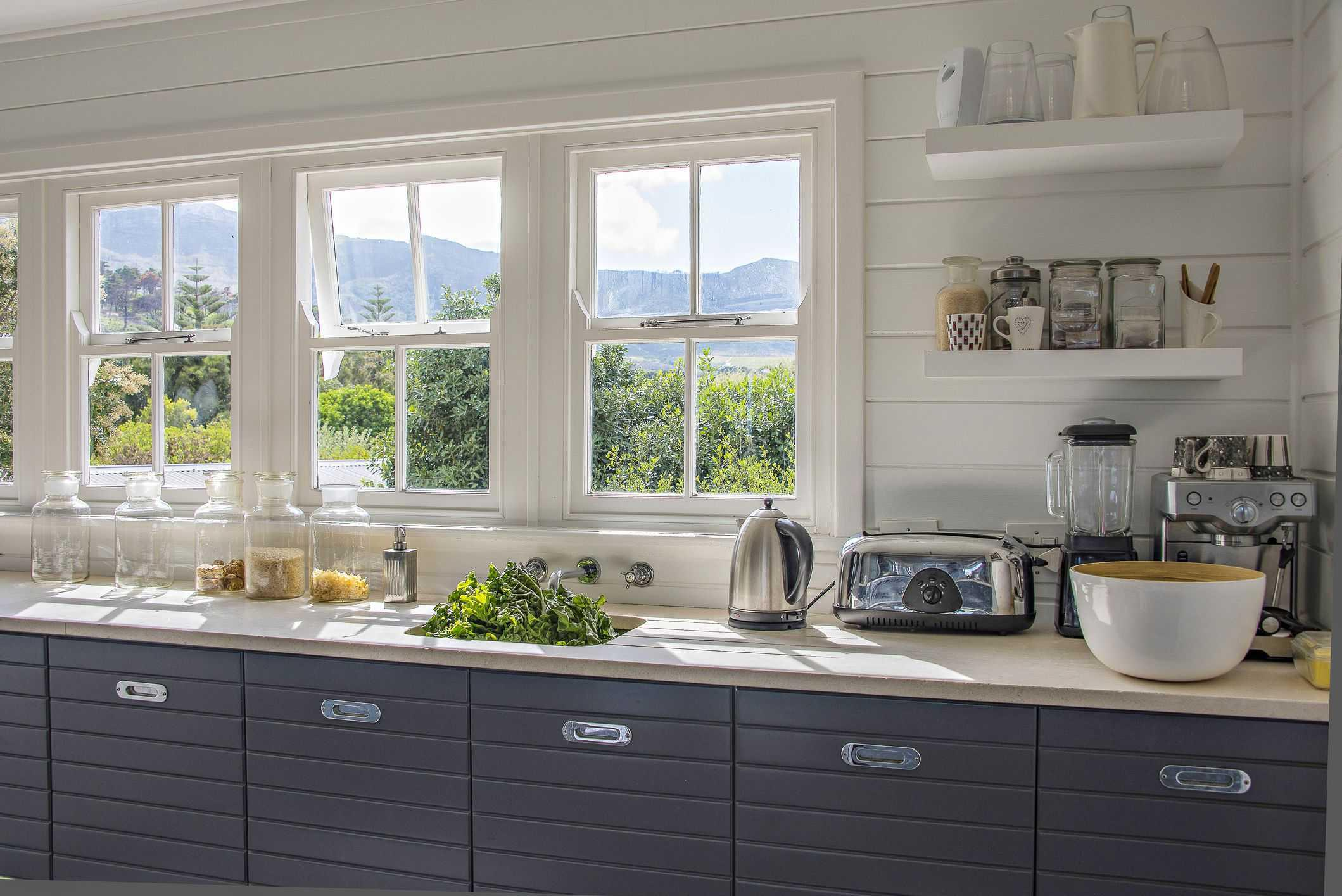 Image of: Best Organize Small Kitchen