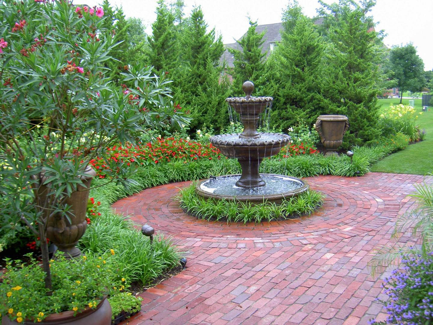 Image of: Fountain In Small Garden