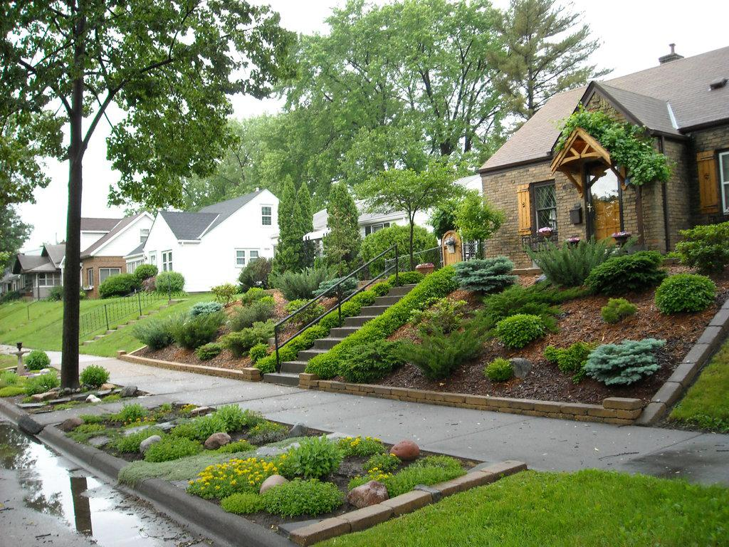 Image of: Front House Landscape Design Ideas