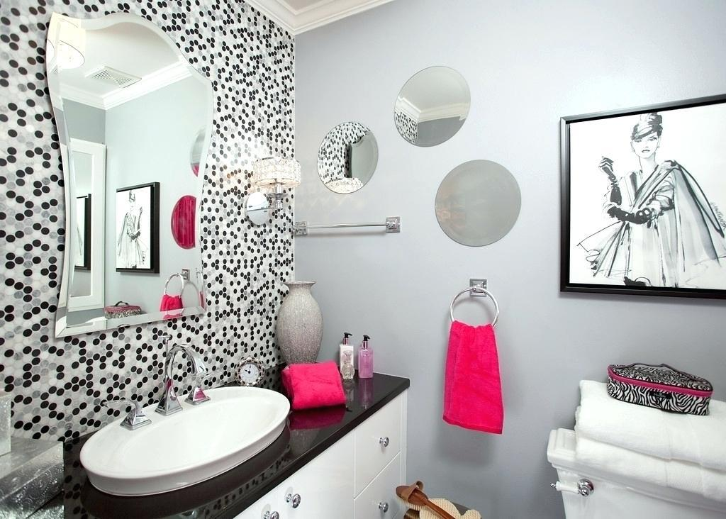 Image of: How To Decorate A Bathroom Mirrors