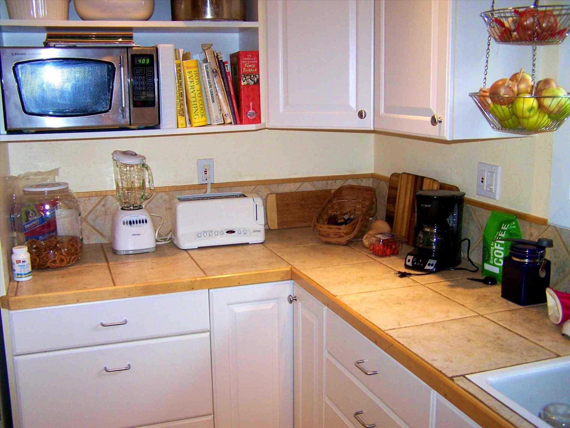 Image of: Organizing Small Apartment Kitchen
