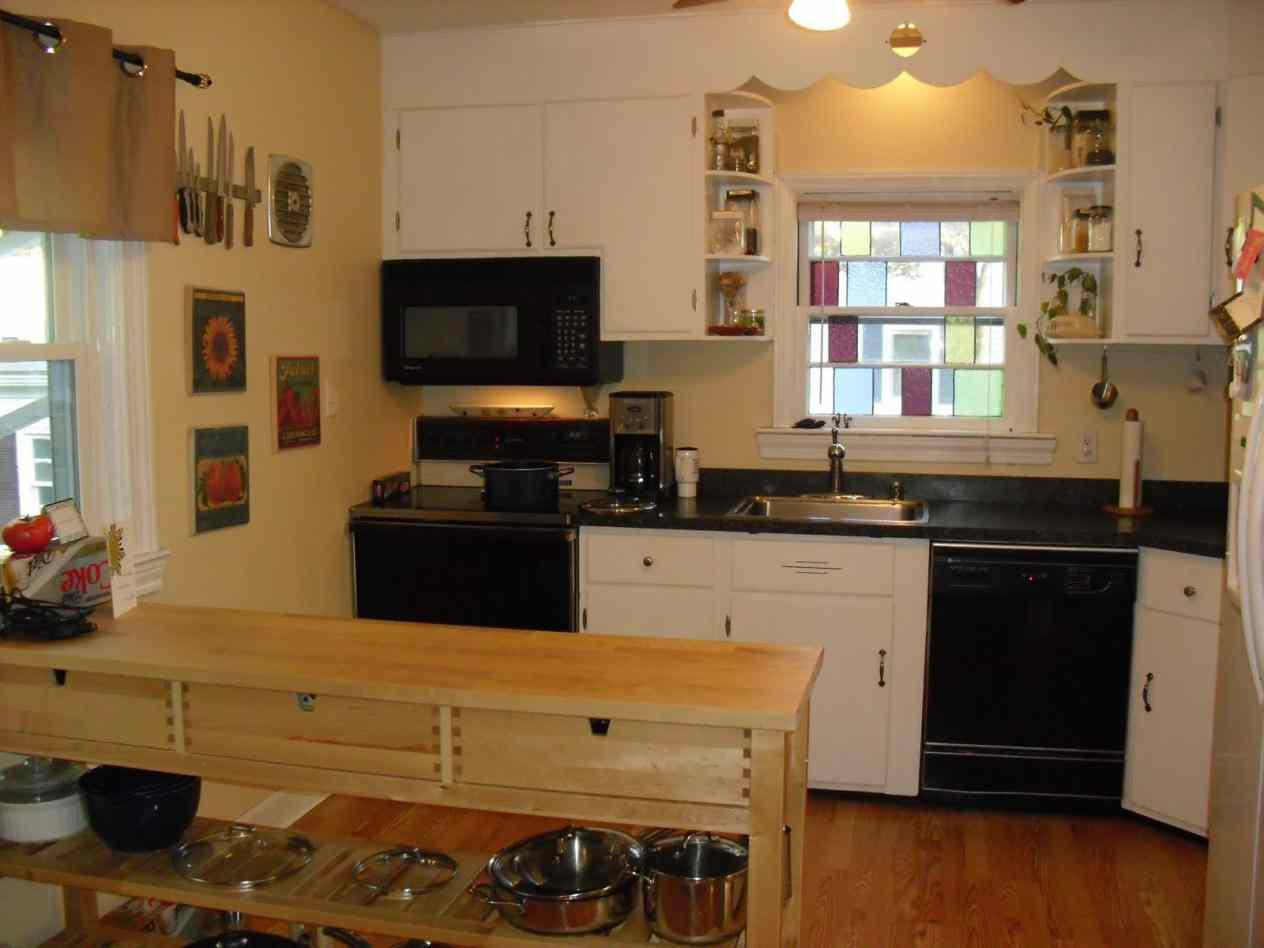 Image of: Organizing Small Kitchen Design