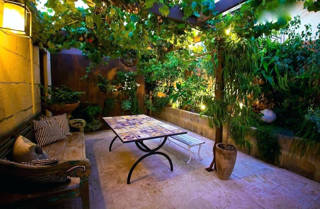 Image of: Outdoor Courtyard Design Ideas