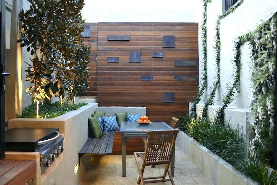 Image of: Small Courtyard Design Ideas
