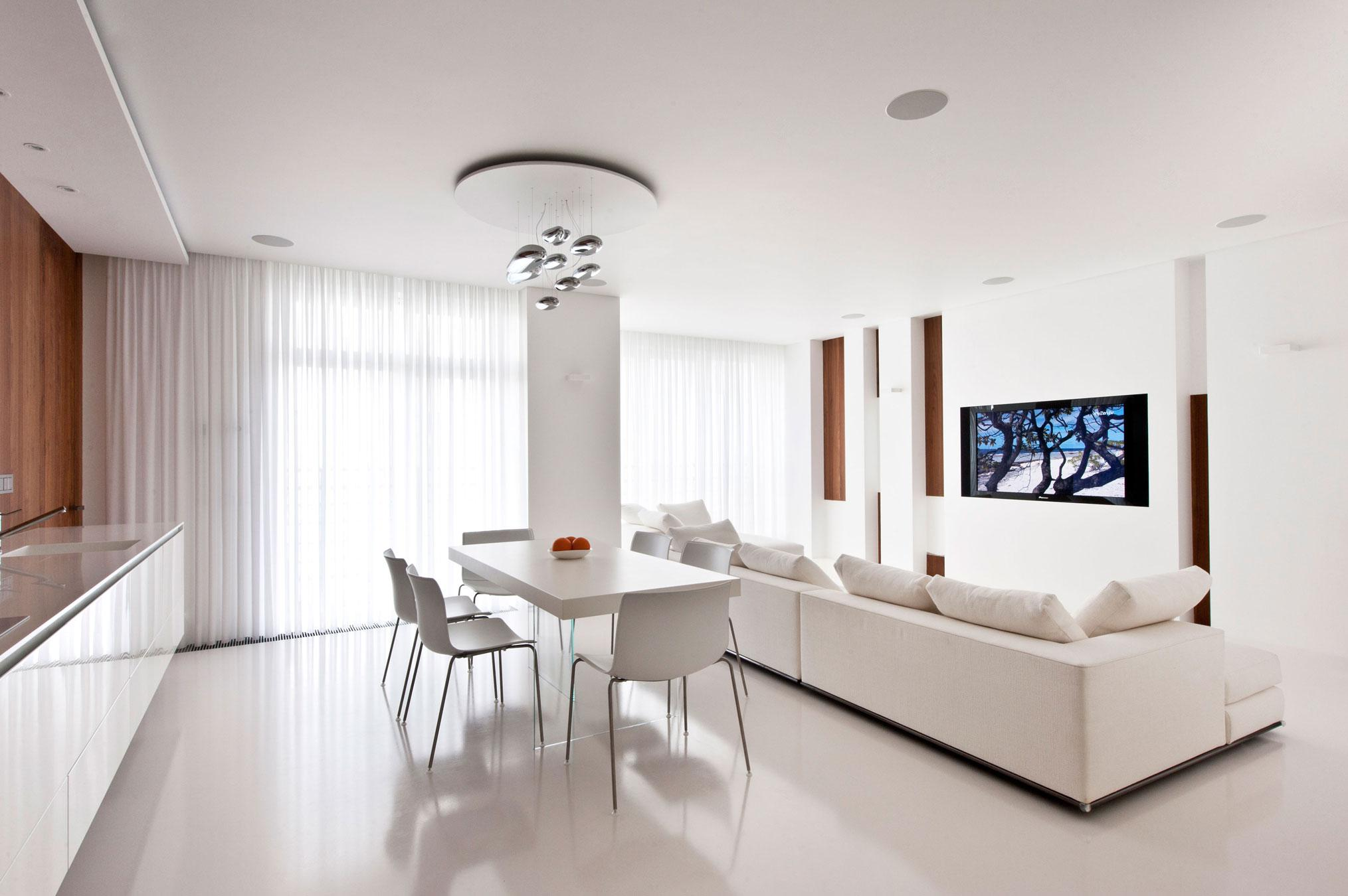 Image of: White Apartment